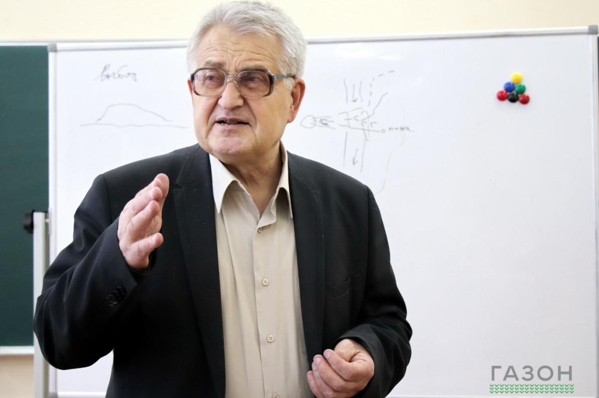 Анатолий Захаров