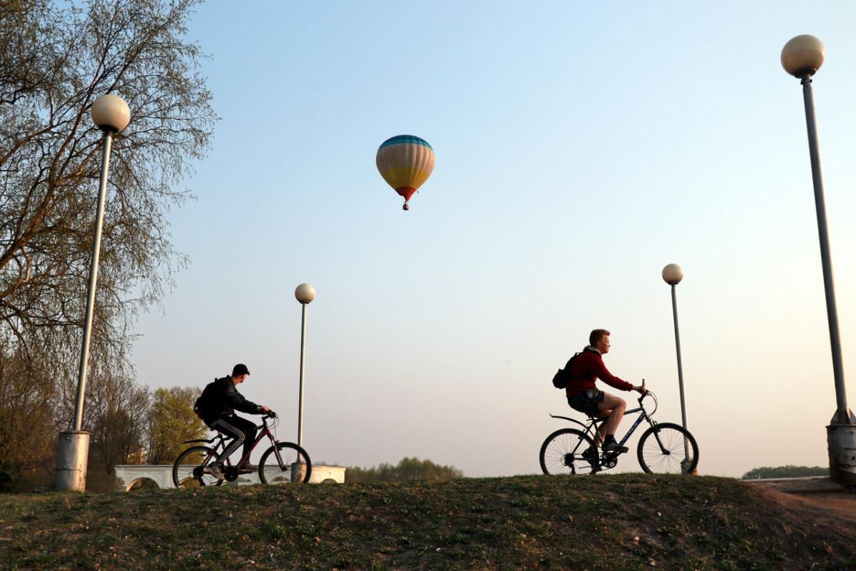 Новгородских велосипедистов угостят в кафе выпечкой, чаем и кофе