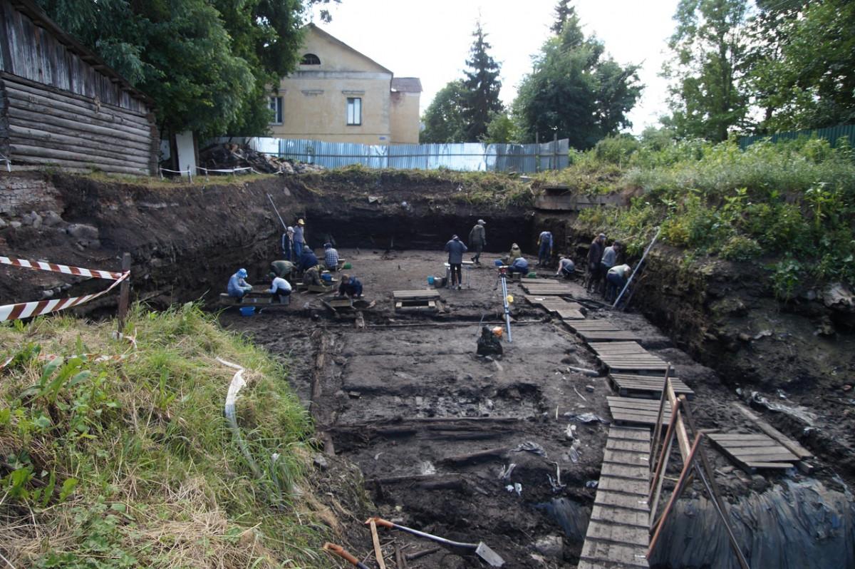Немецкие историки и филологи приехали на раскопки в Старую Руссу