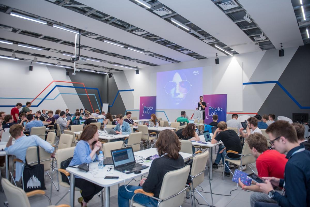 На хакатоне в Великом Новгороде попытаются создать проект сервиса, превращающего селфи в эмодзи