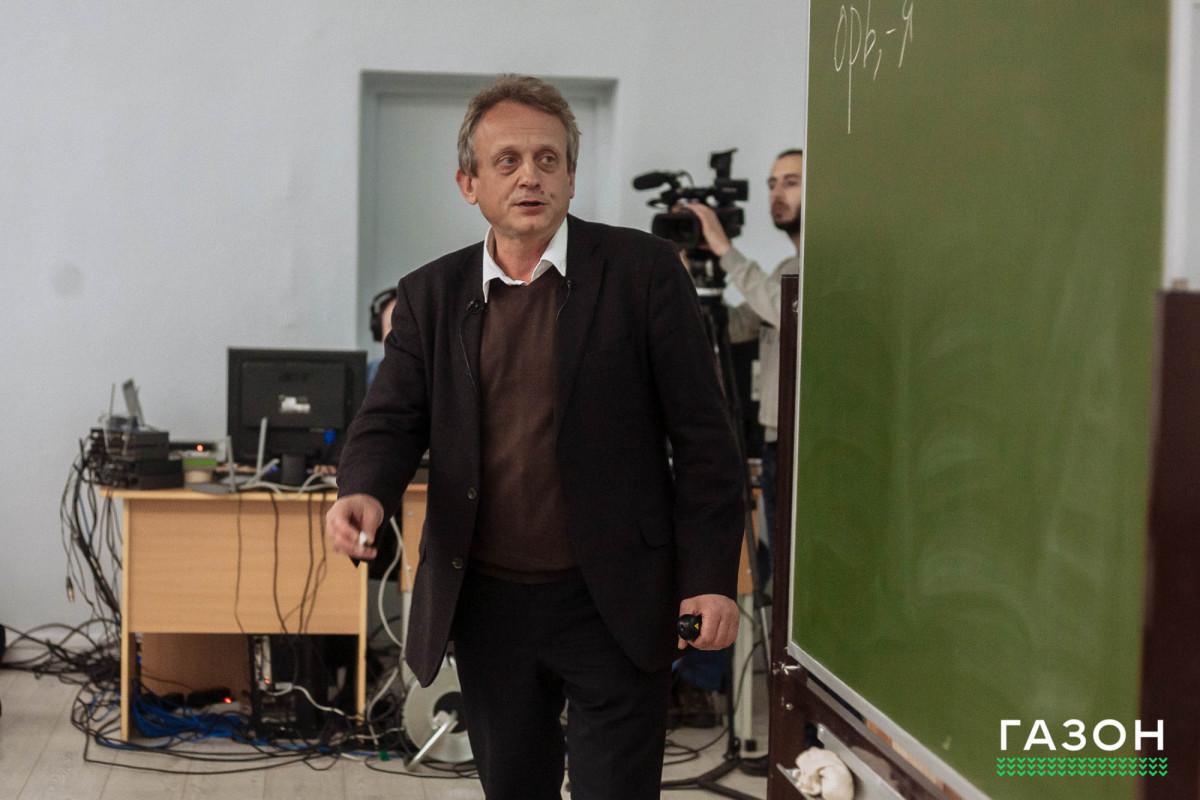 Алексей Гиппиус рассказал в НовГУ о древнейшей судебной грамоте, найденной в Великом Новгороде