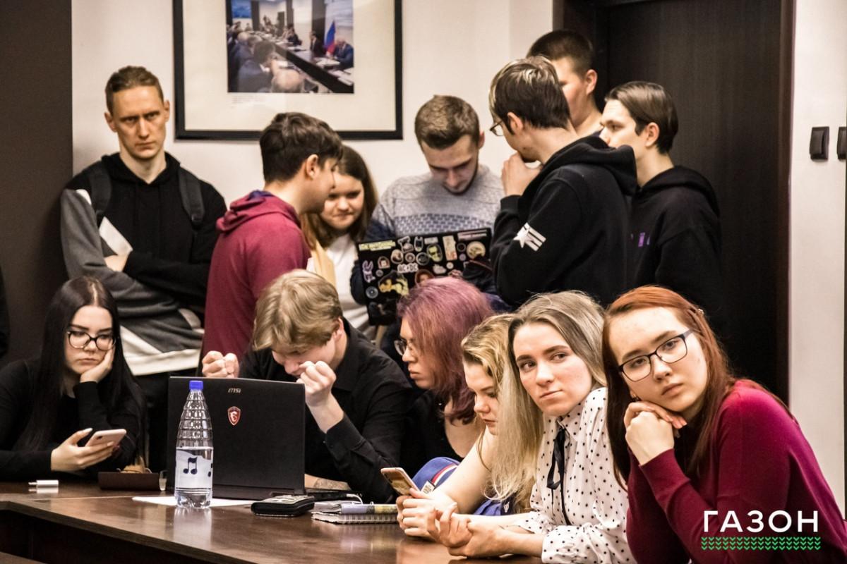 Навигаторы, нейросети, умные технологии и мистика: первокурсники НовГУ защитили проекты