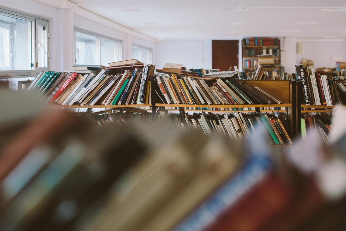 Куда отдать ненужные книги в Великом Новгороде: больницы, библиотеки, акции, пункты приёма