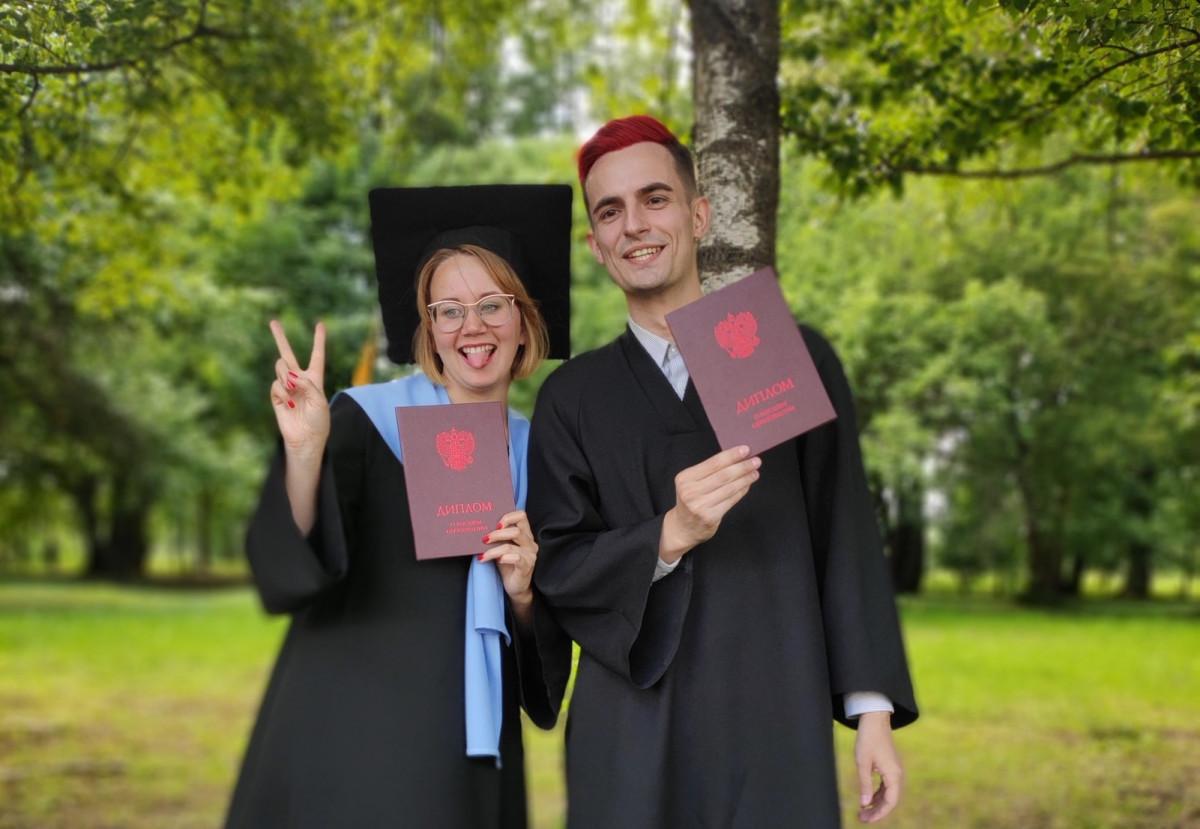 «Земля уходит из-под ног»: выпускники вспоминают, как защищали дипломы
