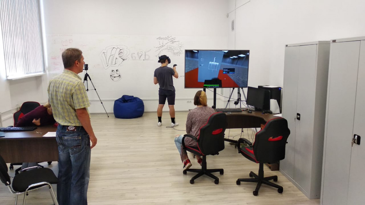 Студенты НовГУ создали VR-тренажёры для заводов, AR-приложение и виртуальную химлабораторию для вуза