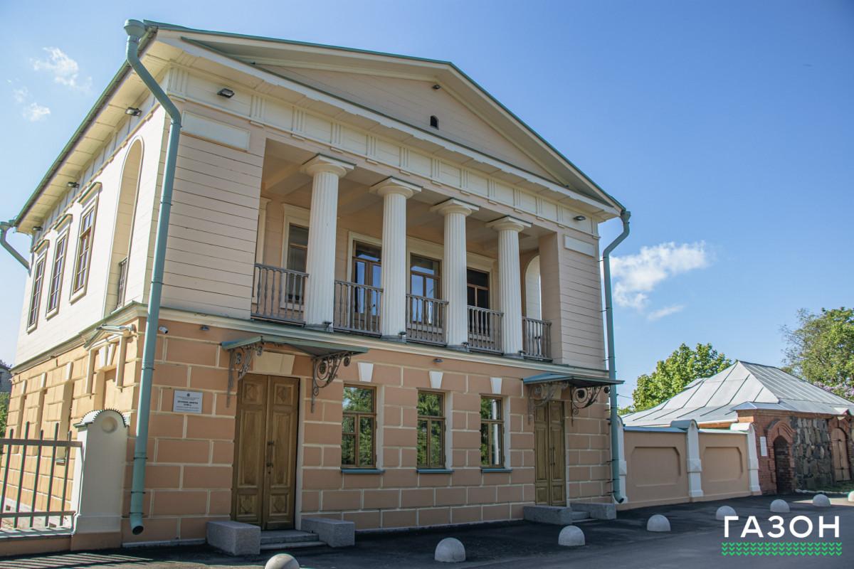 Путевой дворец в Коростыни: Что нужно знать о бывшем «отеле» царей на берегу Ильменя
